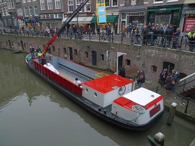 bierboot met gepu container 1600 p1000676