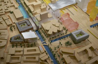 De footprint van het Smakkelaarsveld-gebouw is groot. Vergelijk het met TV of het Entreegebouw van HC.
