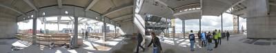 Op dit 360 graden panorama van het muziekplein zijn de vier kolommen die moeten worden gedempt goed te zien.