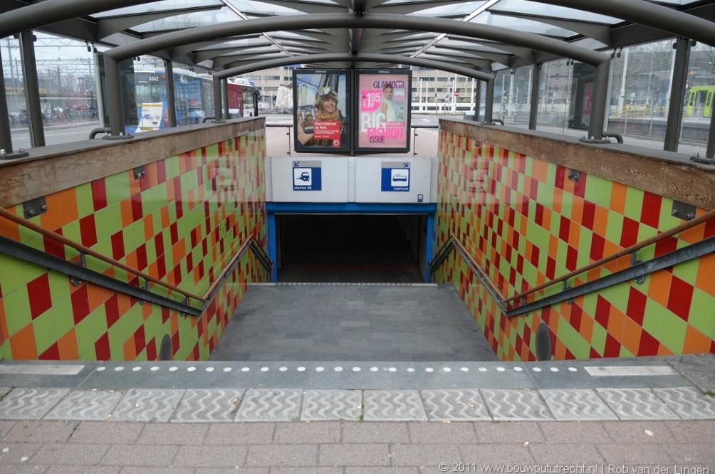StationExterieurBusTaxi 15