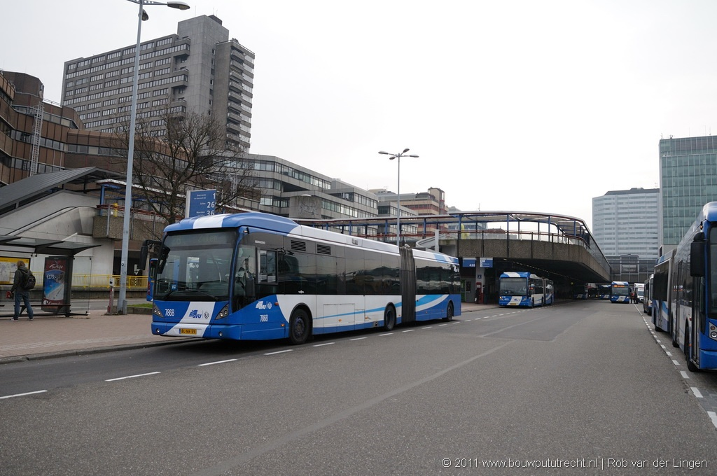 StationExterieurBusTaxi 16