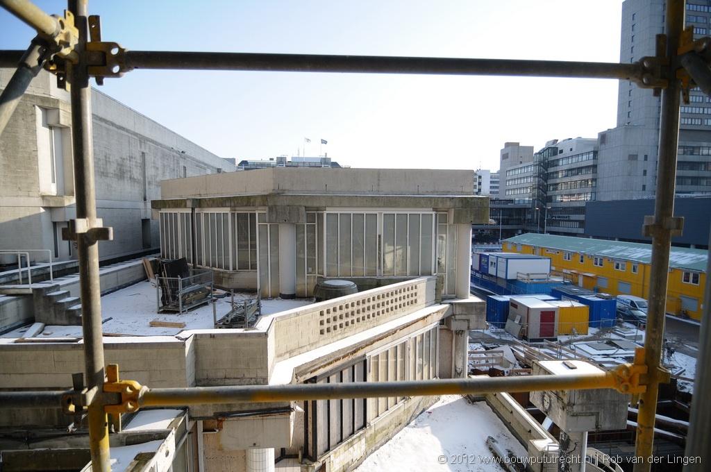 In vergelijking met het nieuwe deel is het oude gebouw erg ingewikkeld.