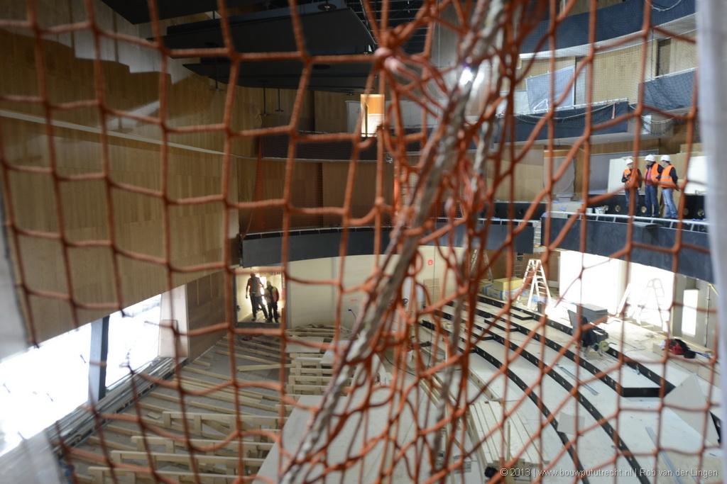 Kamermuziekzaal: spectaculair steil met drie niveaus balkons