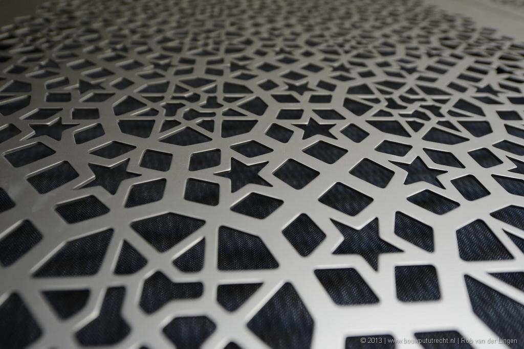 Detail wand en plafond popzaal